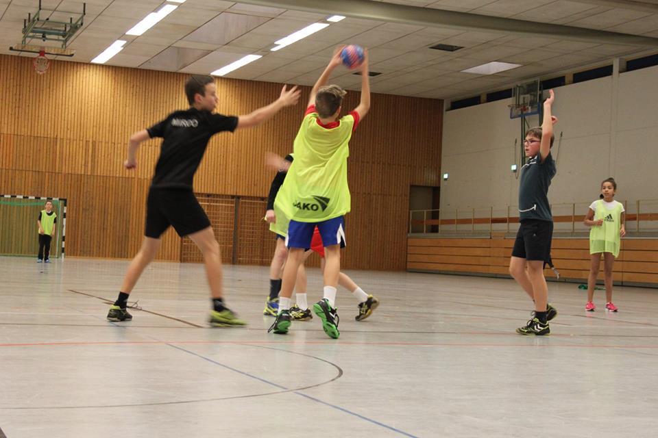 Handballspielen in Mixed-Teams
